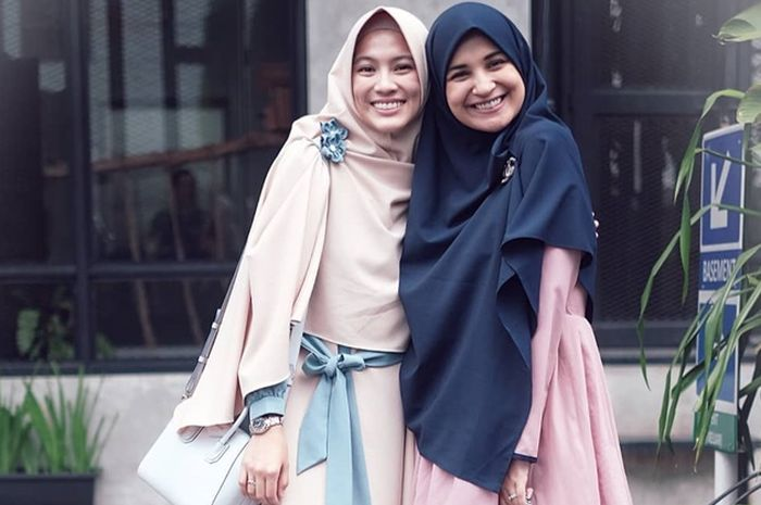 Adu Gaya Hijab Syar'i Shireen Sungkar dan Alyssa Soebandono, Cantik Banget!