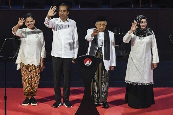 Sempat Viral, Tampilan Ibu Negara Iriana Jokowi Saat Padukan Kain Batik dan Sneakers Jadi Sorotan