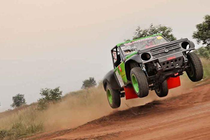 Buktikan Jimny bisa melawan jip-jip speed off-road lain