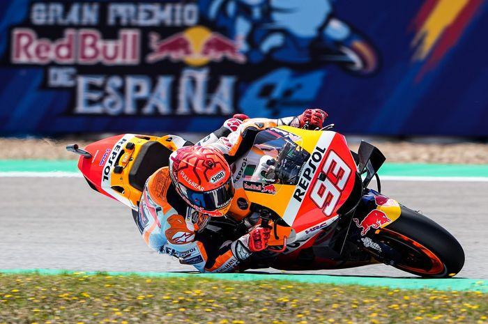 gaya balap Marc Marquez bikin Iker Lecuona melongo.