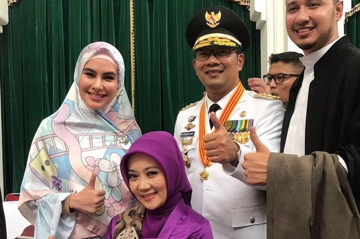 Kartika Putri dan Habib Usman saat hadiri pelantikan Ridwan Kamil