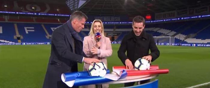 Dua legenda klub Liga Inggris, Jamie Carragher dan Gary Neville terlibat keributan ketika mengikuti