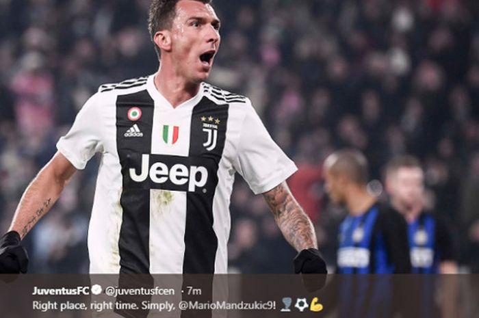 Pemain Juventus, Mario Mandzukic, merayakan gol yang dicetaknya saat melawan Inter Milan.