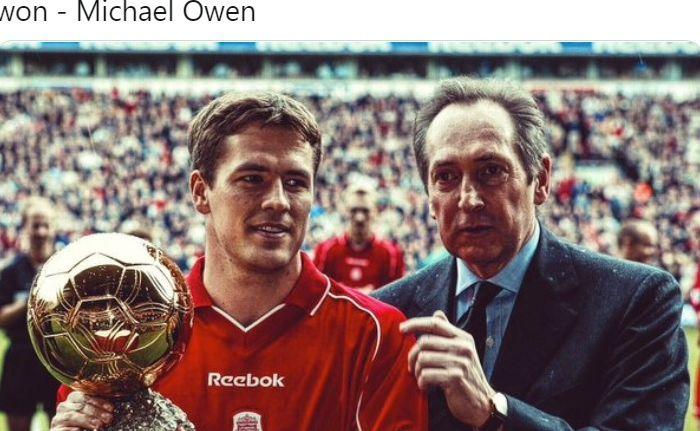 Striker asal Inggris, Michael Owen, meraih trofi Ballon d'Or pada tahun 2001 saat membela Liverpool.