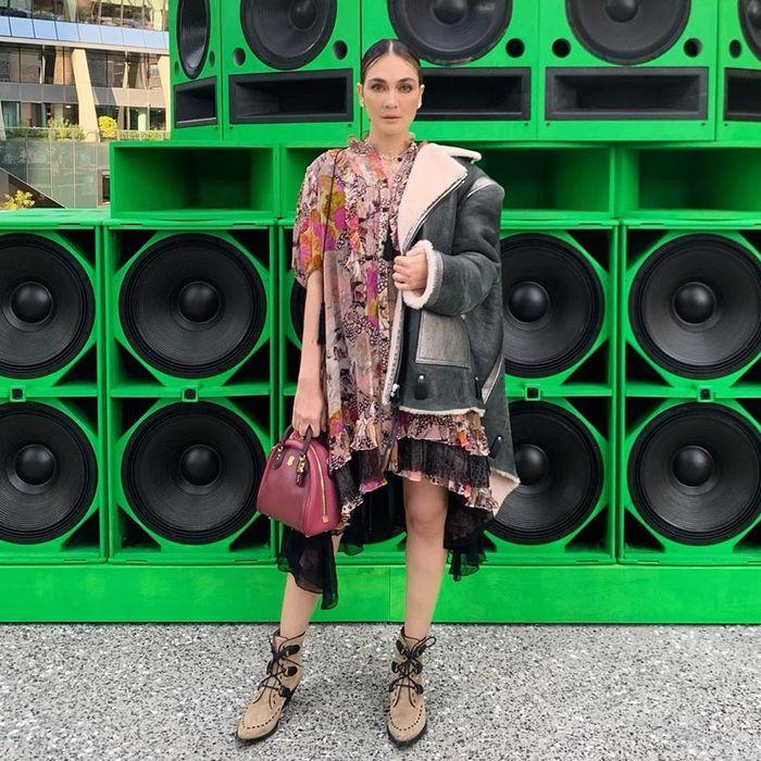 Luna Maya saat hadiri New York Fashion Week