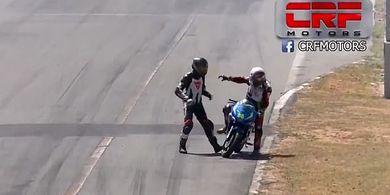 Berkelahi di Lintasan, 2 Pembalap Profesional Ini Dapat Hukuman Berat