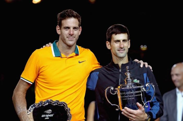 Juan Martin del Potro (kiri) bersama Novak Djokovic (kanan)