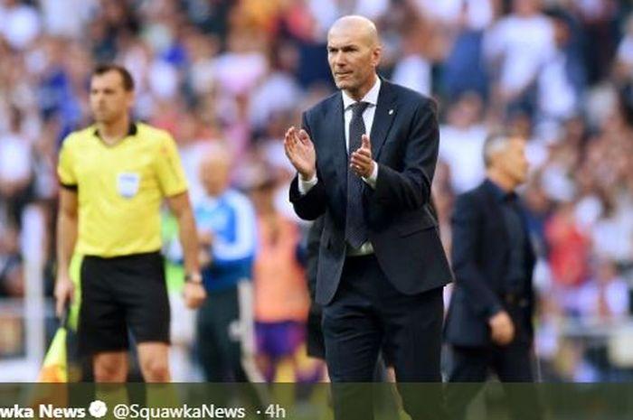 Zinedine Zidane memberikan instruksi kepada pemain Real Madrid.