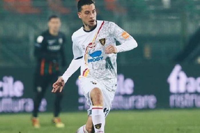 Thom Haye, pesepak bola Belanda keturunan Indonesia yang berhasil membawa Lecce promosi ke Liga Italia Serie-A, sempat akan dinaturalisasi PSSI.