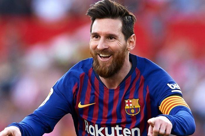 Ekspresi Lionel Messi usai sukses mencetak hattrick ke gawang Sevilla di Ramon Sanchez Pijzuan pada hari Sabtu (23/2/2019).