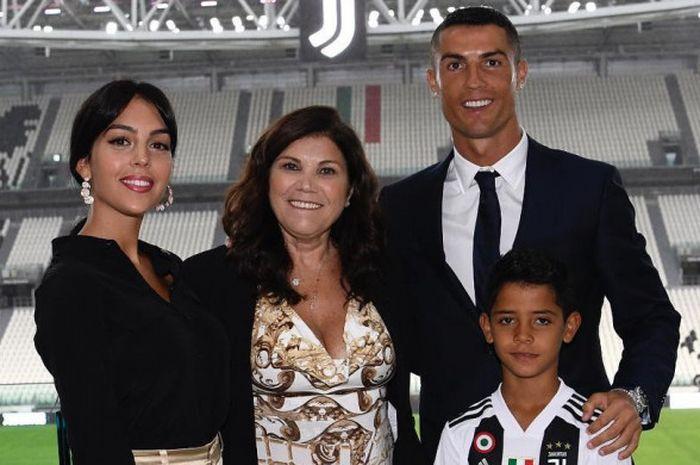 Potret keluarga bahagia Cristiano Ronaldo.
