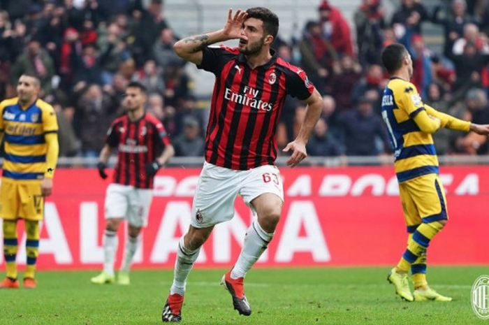 Aksi penyerang AC Milan, Patrick Cutrone.
