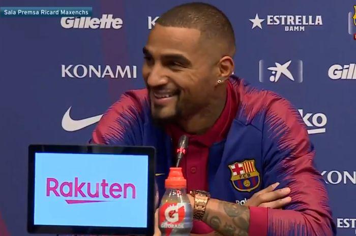 Kevin-Prince Boateng berbicara dalam konferensi pers sebagai pemain baru FC Barcelona, Selasa (22/1/