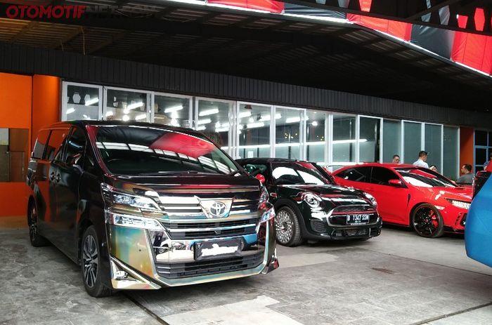 Teckwrap Indonesia biasa melayani permintaan pasang stiker pada mobil-mobil mewah