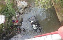 Ngeri, Mobil Pikap Oleng Hajar Pemotor Langsung Terjun ke Sungai Ciliwung, 1 Orang Meninggal