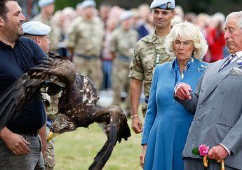 7 Foto Langka Keluarga Kerajaan Inggris yang Menangkap Momen Mengesankan, Oh Menyentuh Hati