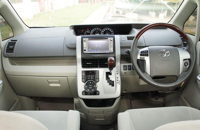 Suasana interior Toyota Nav1 dibekali fitur lengkap