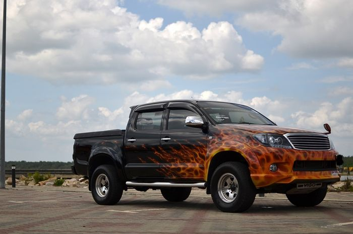 Modifikasi Toyota Hilux dengan gaya berotot