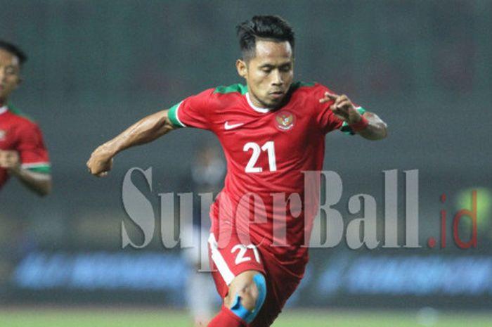 Gelandang Timnas Indonesia Andik Vermansah saat laga persahabatab melawan Timnas Kamboja di Stadion