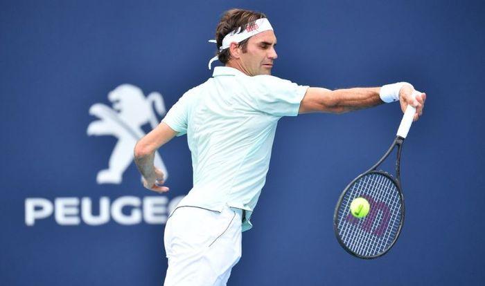 Roger Federer saat melawan Filip Krajinovic pada babak ketiga Miami Open 2019 (25/3/2019)