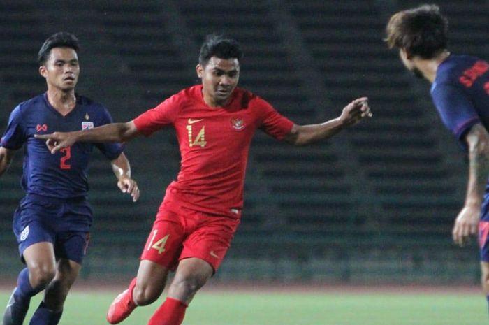 Pemain timnas U-22 Indonesia, Asnawi Mangkualam, beraksi pada laga final Piala AFF U-22 kontra Thailand. Keduanya Akan Kembali Bertemu dalam Ajang Kualifikasi Piala Asia U-23 2019.