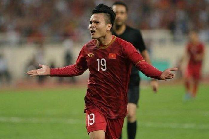 Pemain timnas Vietnam Nguyen Quang Hai saat merayakan gol ke gawang Malaysia dalam lanjutan Grup G Kualifikasi Piala Dunia 2022 pada hari Kamis (10/10/2019) di Stadion My Dinh, Hanoi.