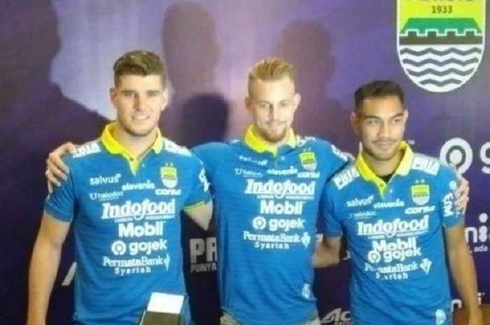 Tiga pemain baru Persib Bandung (dari kiri ke kanan), Nick Kuipers,Kevin Van Kippersluis, dan Omid Nazari, diperkenalkan di Graha Persib Bandung, Jalan Sulanjana, Kota Bandung, Selasa (20/8/2019).