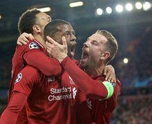 Luput dari Sorotan, Ini Momen Kocak Pemain Liverpool Rebutan Bola Hingga Bikin Kiper Barcelona Guling-guling