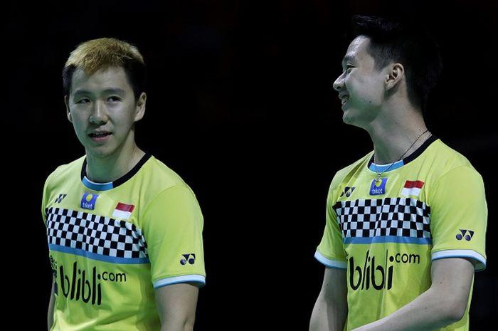 Ekspresi Marcus Gideon (kiri) dan Kevin Sanjaya (kanan) saat tampil pada fase semifinal Fuzhou China Open 2019 pada Sabtu (9/11/2019)