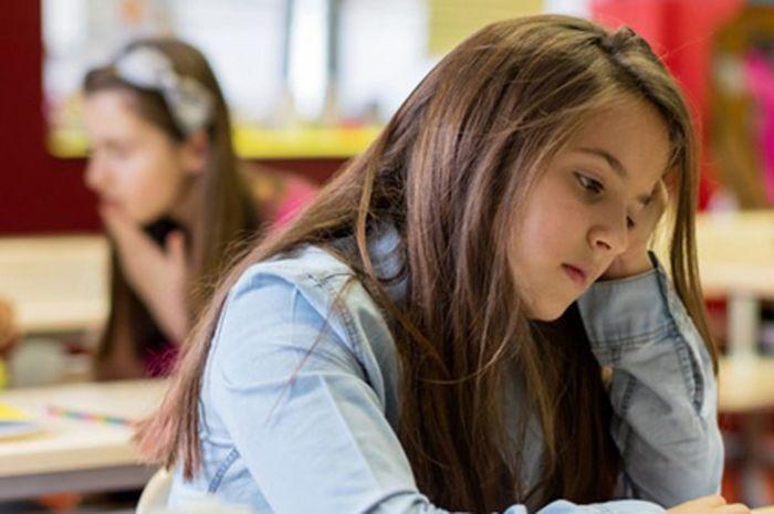 Remaja putri lebih rentan depresi akibat media sosial.