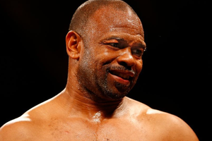 Tersiksa dengan Bogem Mike Tyson, Roy Jones Jr Ragu Duel Ulang