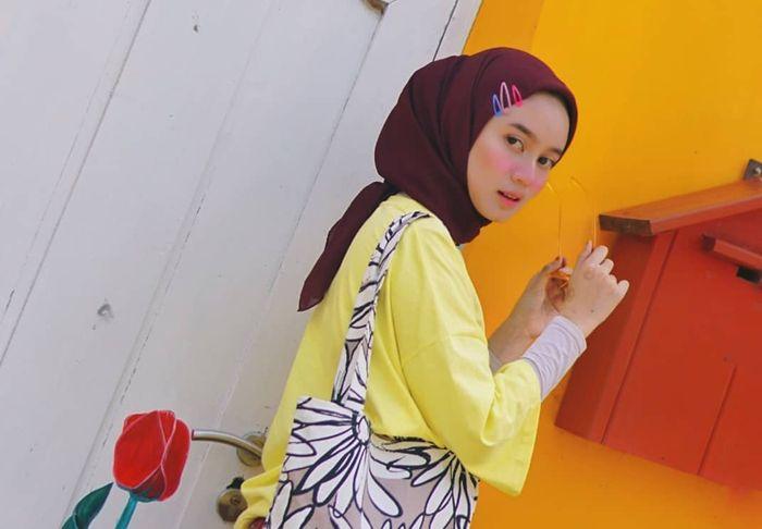 Hairclip dengan 3 warna berbeda yang dipadukan dengan hijab.