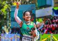 Wanita Ini Lari Maraton 30 Km Sambil Bawa Anak Anjing Terlantar yang Ia Selamatkan
