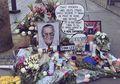 Para Penggemar Berikan Penghormatan di Bintang Walk of Fame Stan Lee