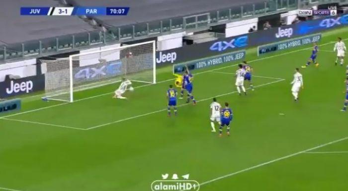 Cristiano Ronaldo melewatkan peluang emas saat melawan Parma.