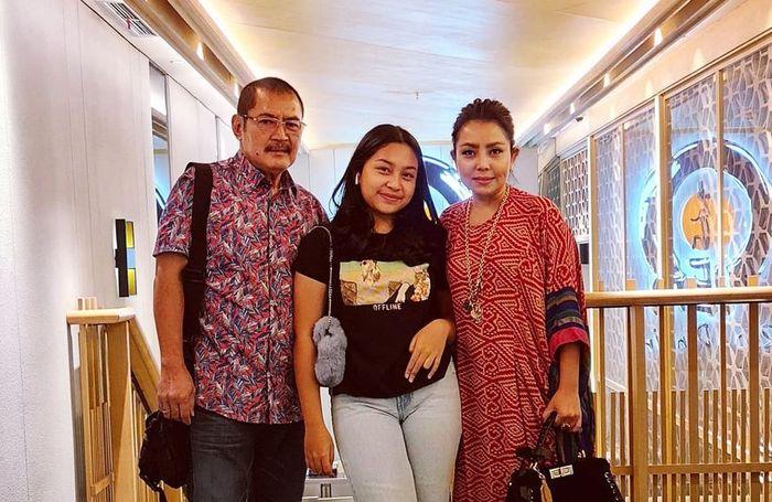 Keluarga Mayangsari dan Bambang Trihatmodjo