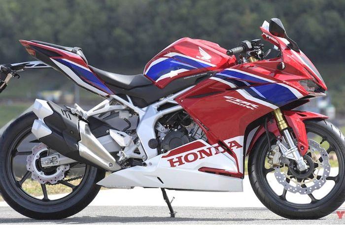 Tampilan warnanya mirip Honda CBR 1000