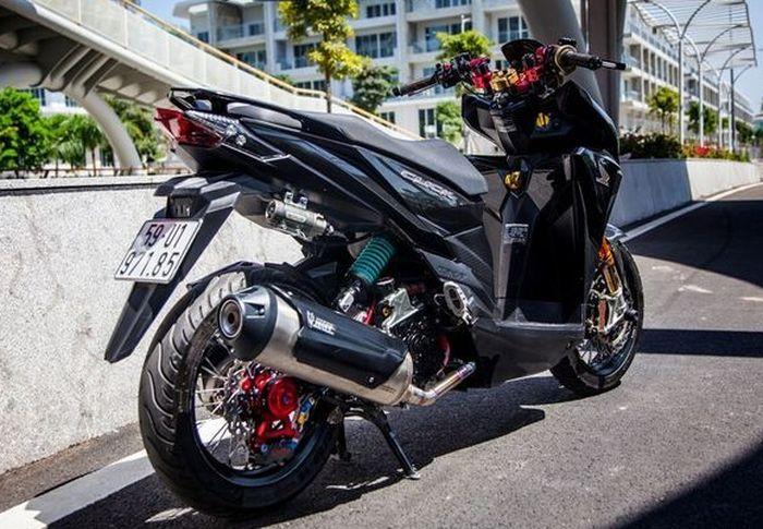 Modifikasi Honda Vario ganti pelek jari-jari jadi ada unsur retro