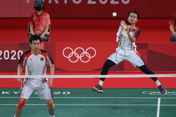 Aksi Mohammad Ahsa/Hendra Setiawan pada laga terakhir babak penyisihan Olimpiade Tokyo 2020, Selasa (27/7/2021)