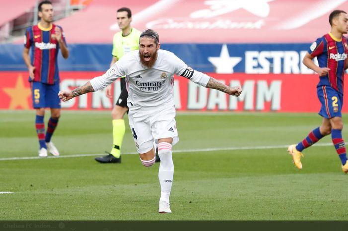 Ekspresi kapten Real Madrid, Sergio Ramos, usai membobol gawang Barcelona dalam laga Liga Spanyol bertajuk El Clasico, Sabtu (24/10/2020).