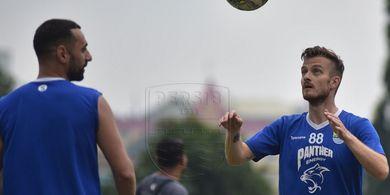 Gelandang Persib Rene Mihelic Kritik Kualitas Lapangan di Markas PSIS