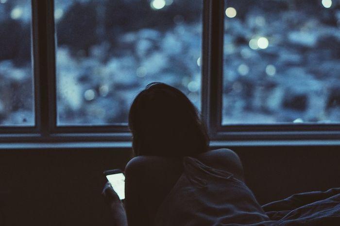 Bermain ponsel di atas jam 10 bisa sebabkan masalah kesehatan mental
